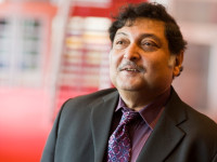 """Hole in wall"" professeur Sugata Mitra à eLearning Africa"