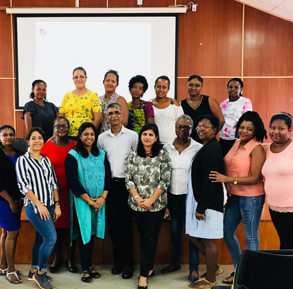 Une plateforme éducative numérique pour promouvoir l'adoption d'outils de banque en ligne par des femmes entrepreneurs à Maurice